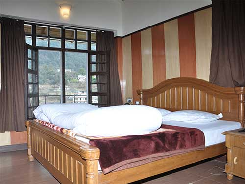 ashokas naini chalet is a best luxury family hotels in nainital